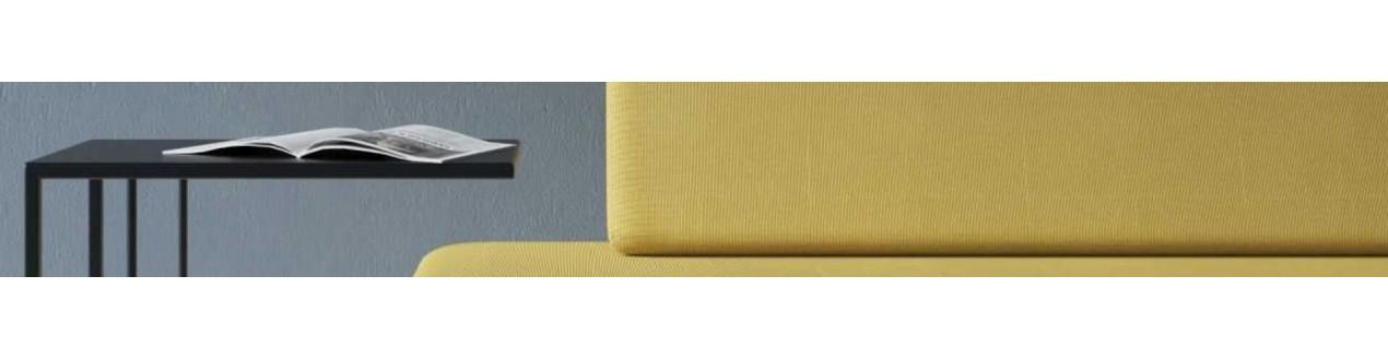 Beistelltische und die spitzen von sofa