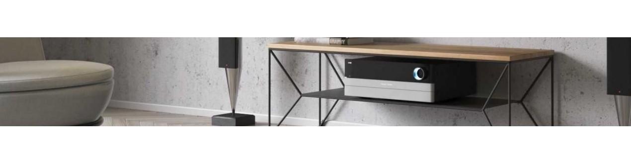 Descubra os nossos móveis de design para TV em madeira ou metal das principais marcas europeias