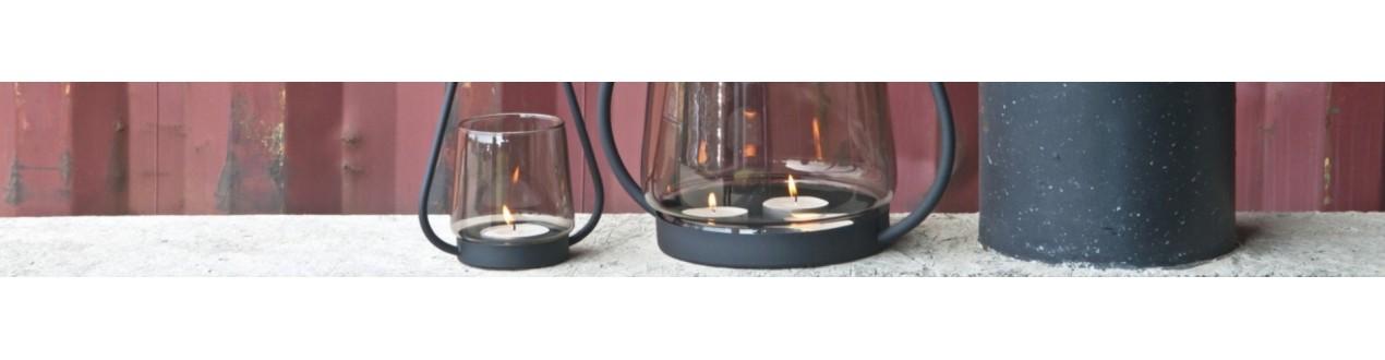 Descubra nuestras velas, portavelas y portavelas de diseño de las principales marcas europeas: XL boom, Dôme deco