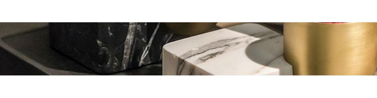 Tables basses en marbre, tables en marbre, vides poches en marbre, découvrez nos meubles en marbre et objets de décoration en marbre de grandes marque européennes